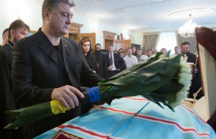 Порошенко приехал в Лавру на прощание с митрополитом Владимиром