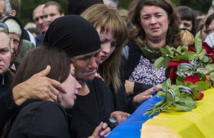 Семьи погибших военных получат по 600 тыс. грн