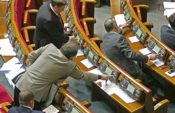 Нардепы из всех фракций хотят лишать мандатов коллег за пять прогулов