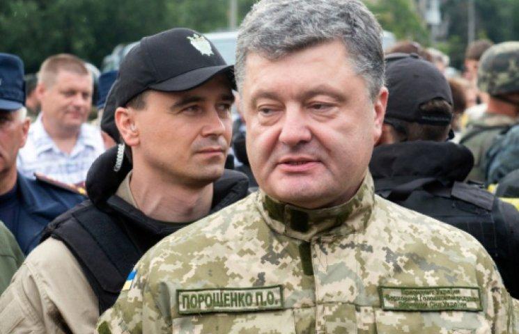 Порошенко объяснил, почему не вводит военное положение