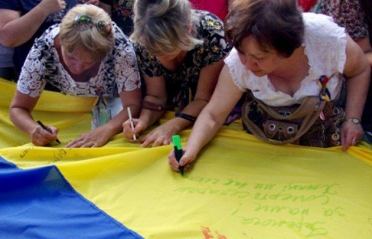 До Вінниці везуть 10-метровий Прапор Єдності