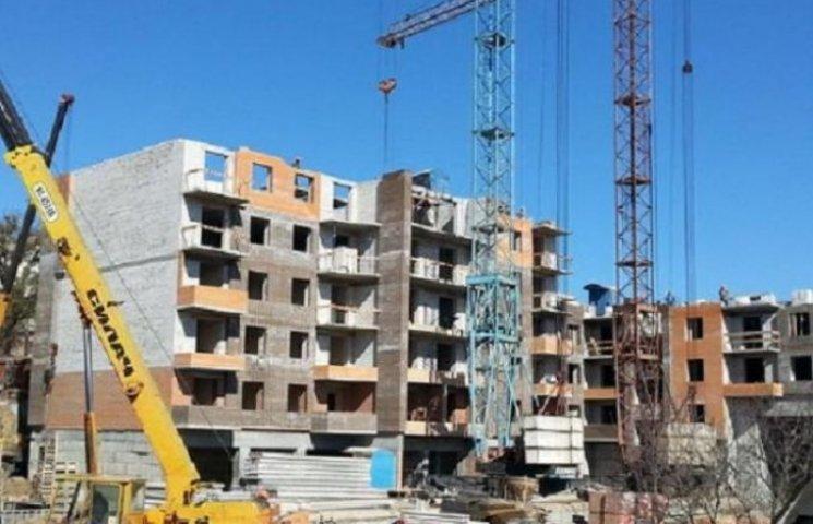 """Будівництво """"Резиденції"""" у Вінниці продовжується, незважаючи на судові справи"""