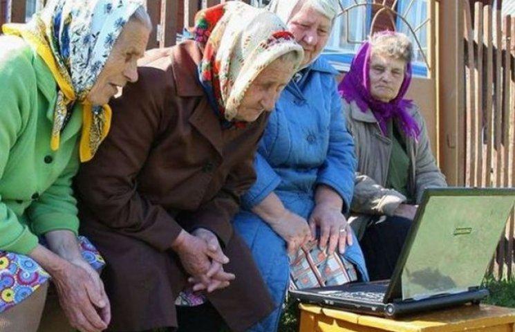 У Хмельницькому літніх людей навчали комп
