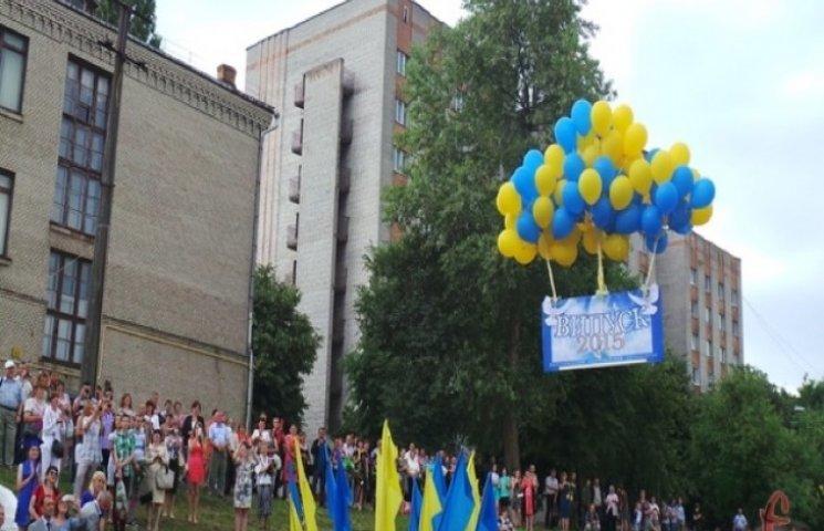 Випускників Хмельницького національного університету залишили без дипломів
