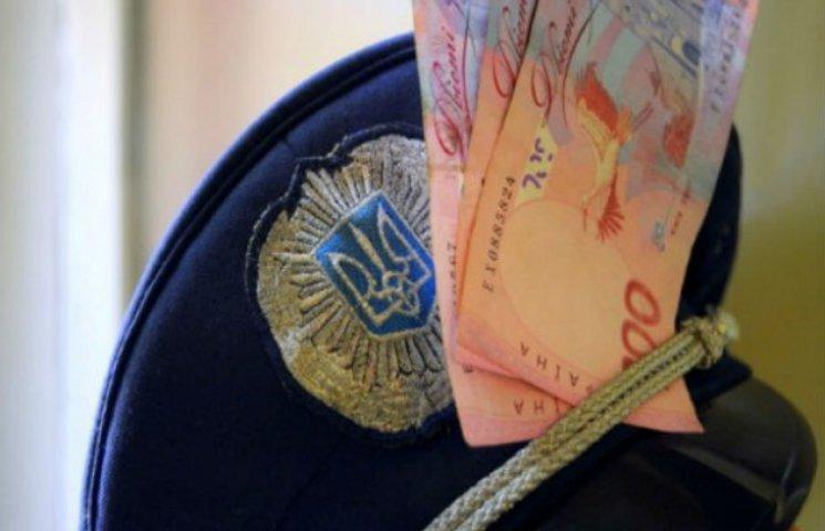 """У Сумах міліціонер кришував стихійних торговців за щомісячну """"матеріальну допомогу"""""""