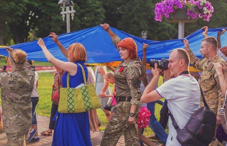 До Конотопу привезуть десятиметровий Прапор Єдності волонтерів