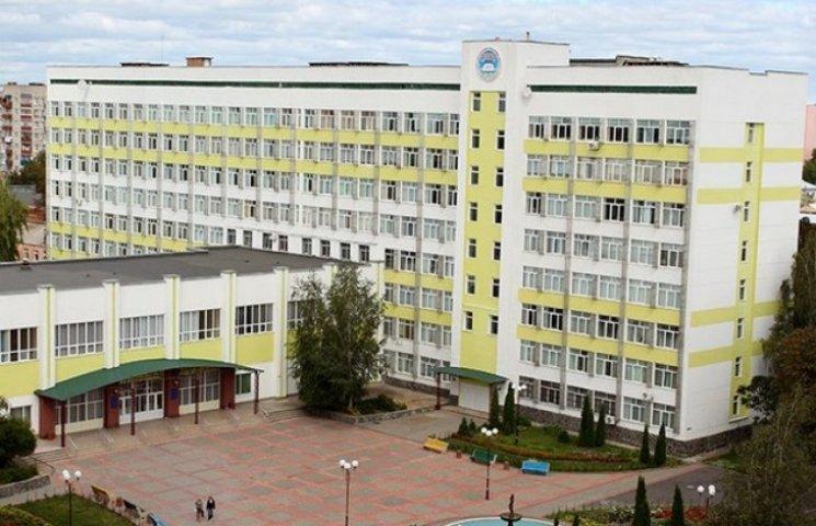 Випускники вінницького вишу замість дипломів отримали подяки