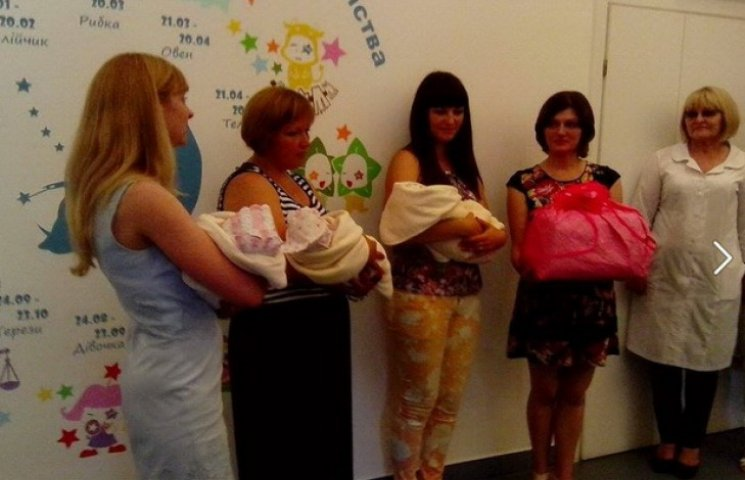 Батько не зустрічав з дніпропетровського пологового трійнят, народжених у різні місяці (ФОТО)