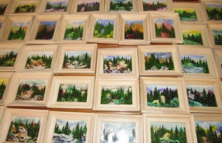 Картини-мініатюри закарпатської художниці продадуть, щоб допомогти військовим