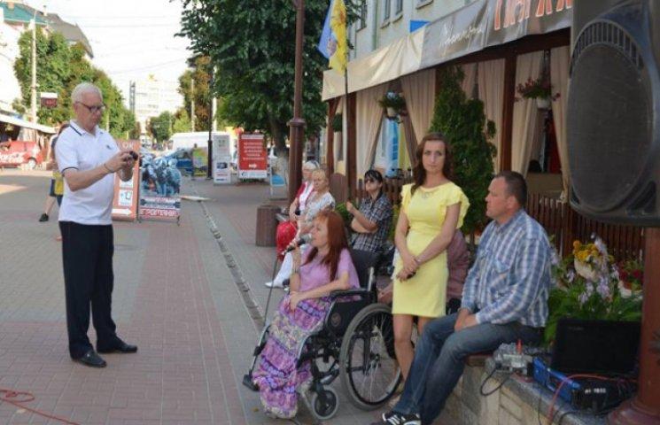 У Хмельницькому продовжуються мистецькі акції на підтримку воїнів