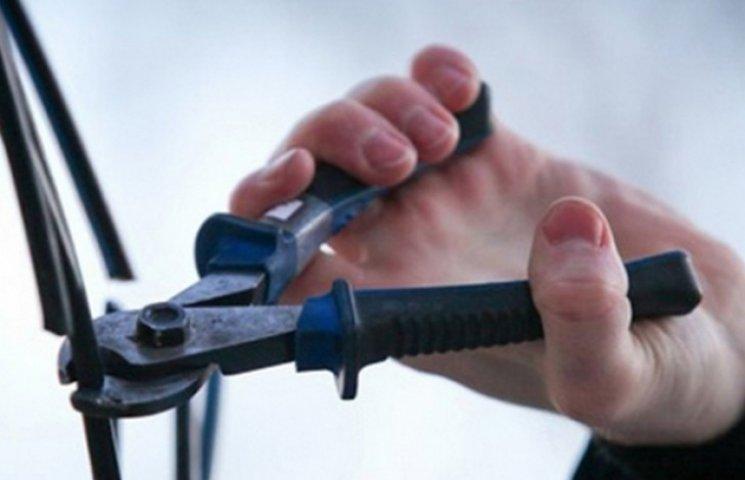 Правоохоронці спіймали серійного крадія, який позбавив мешканців Конотопу телефонного зв'язку
