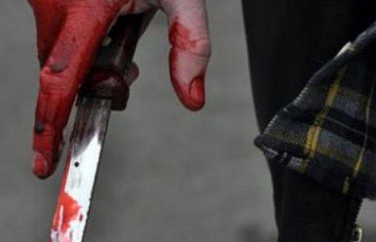 Злочинець заради мобільника завдав удар ножем у шию сумчанці