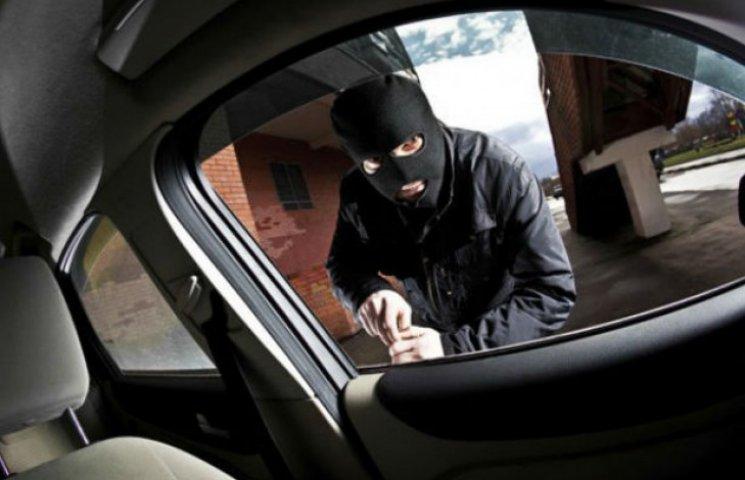 Стало відомо, де і коли у Києві найчастіше крадуть автівки