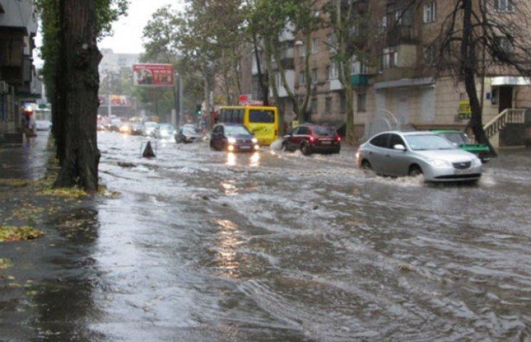 Зливи перетворюють Одесу у Венецію