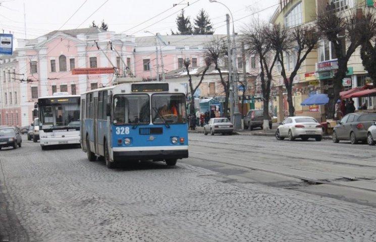 Куди зникають проїзні на громадський транспорт, які не продались