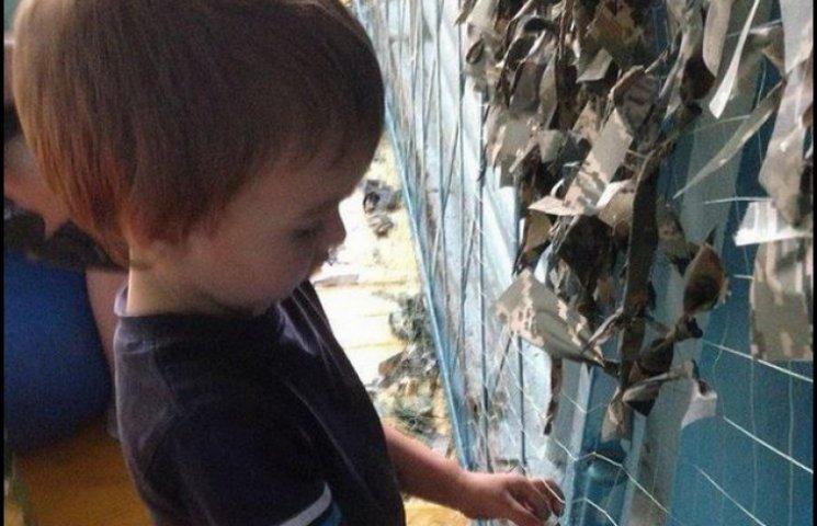У Дніпропетровську маскувальні сітки для армії плетуть малюки (ФОТО)