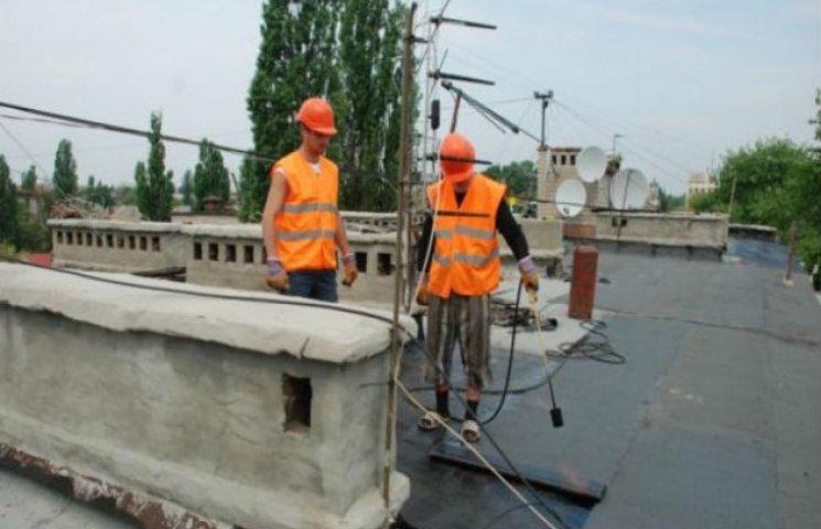 Влада Сум відремонтує вдвічі менше дахів, ніж обіцяла