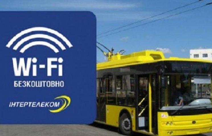 Хто сплачує за безкоштовний Wi-Fi у вінницькому громадському транспорті?