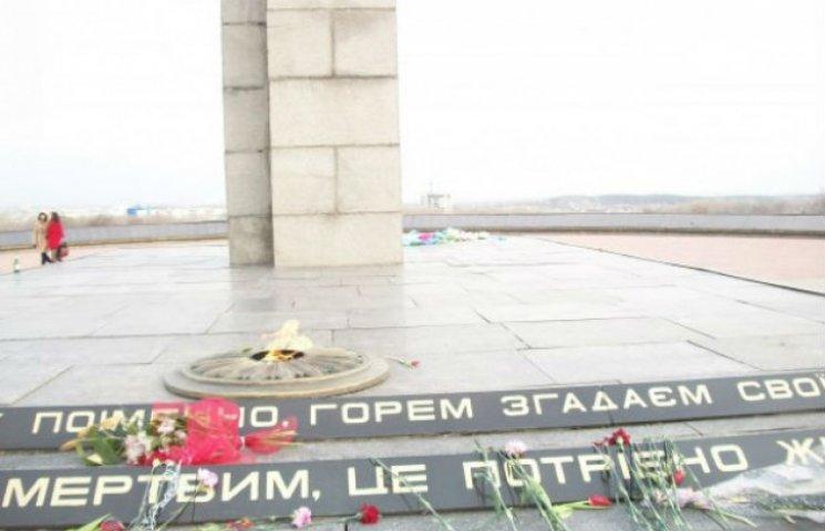 У Сумах на Меморіалі Вічної Слави замінять 100 квадратів плитки