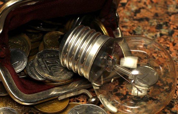 Вінницькі пенсіонери можуть розраховуватися за електроенергію не виходячи з дому
