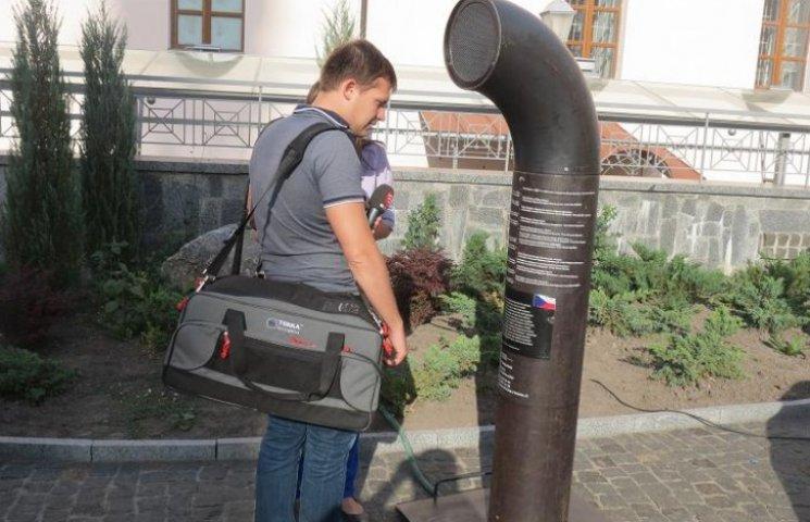 Чеський поезіомат читатиме вінничанам вірші про війну (ФОТОРЕПОРТАЖ)