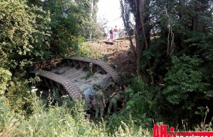 """Кримська окупаційна влада """"наїхала"""" на військових через ДТП з танком"""