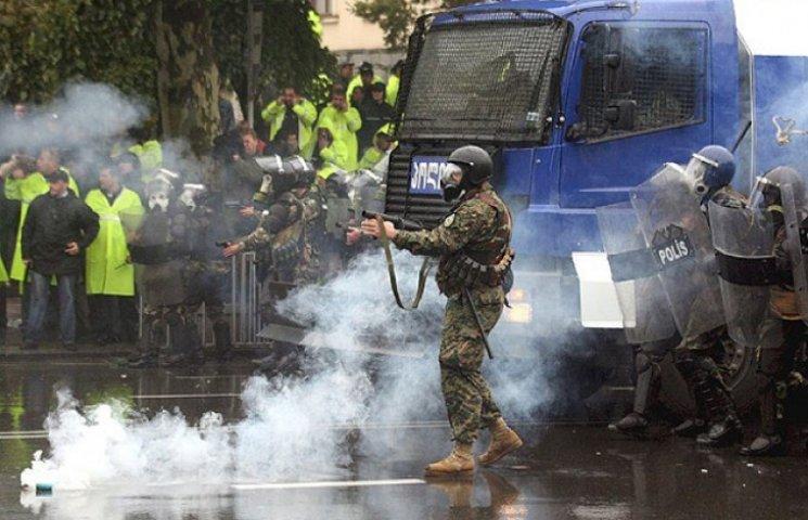 """Як Саакашвілі без жодного """"військового кабінету"""" розігнав би """"пивний путч"""" правосеків"""