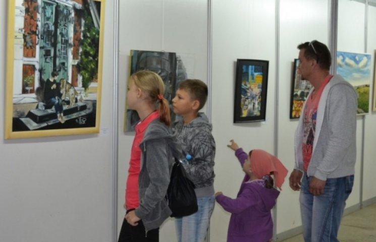 Юні вінничани демонструють своє бачення світу через кольори райдуги