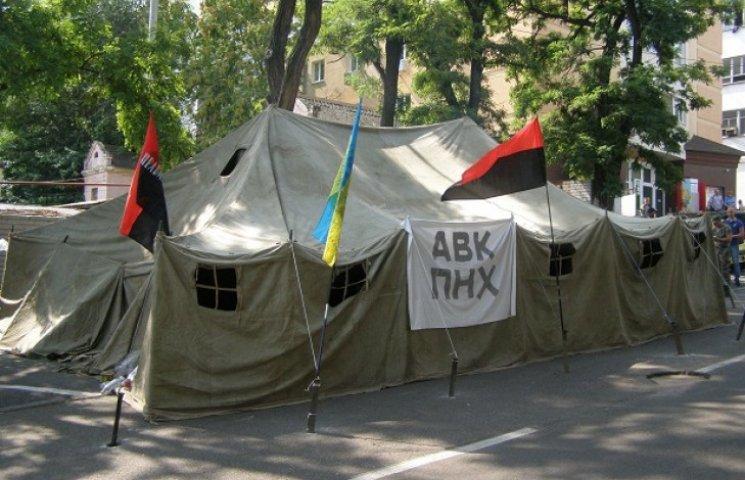 """Дніпропетровський """"Правий сектор"""" розмірковує над встановленням """"блокпосту"""" під облМВС (ФОТО)"""