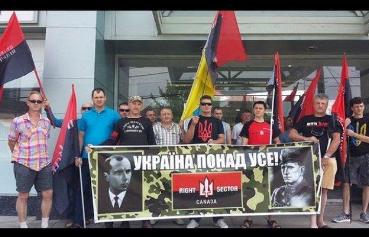 """Канадські """"правосєкі"""" провели у Торонто мітинг підтримки українських побратимів (ФОТО)"""