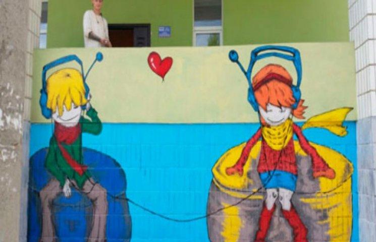 Керівництво сумської клініки запрошує городян поставити автограф на фасаді