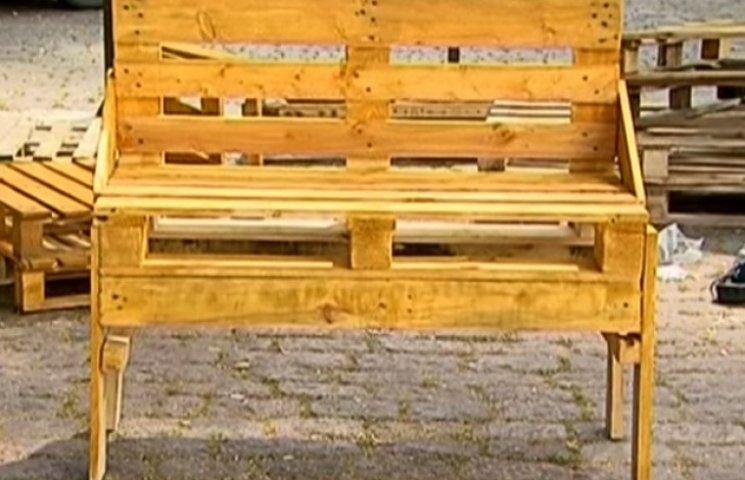 Полтавці майструють меблі зі старих дерев