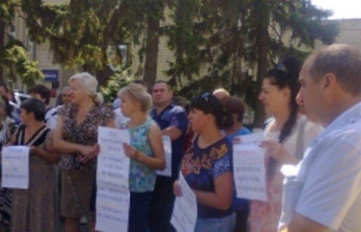 У Бершаді люди вимагають відновити роботу заводу, який поповнював бюджет на 4,5 млн грн