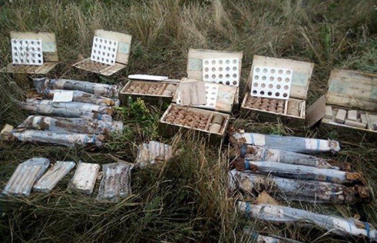На кордоні Дніпропетровської області знайшли закопані ракети і гранати (ФОТО)