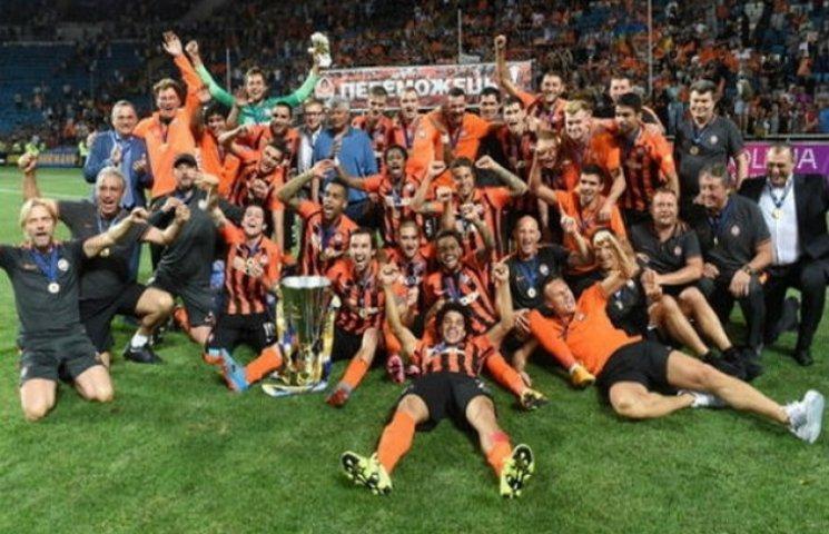Суперкубок України з футболу показав єдність фанатів (ФОТО)