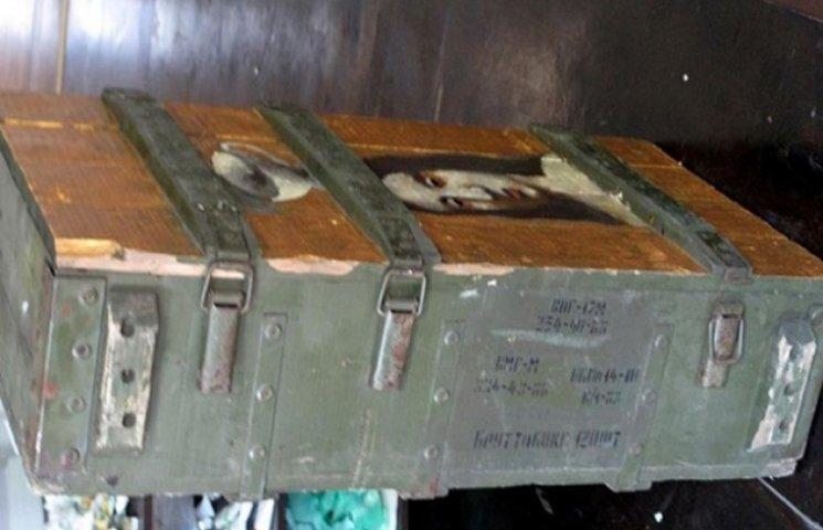 Одесит продав картину, написану на ящику від снарядів за 300 тисяч гривень