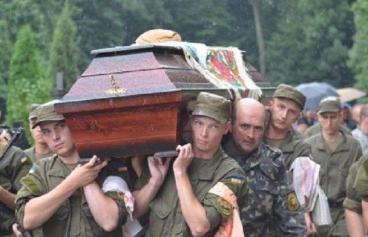 У Вінниці поховали бійця АТО, який загинув в ДТП дорогою додому