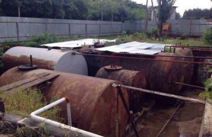 Прокуратура знайшла 100 тонн палива в підпільному цеху (ФОТОФАКТ)