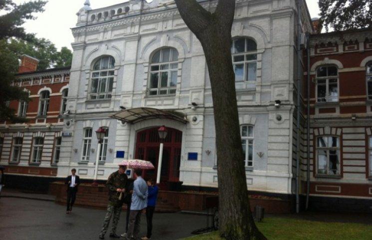 Хмельничани відвоювали собі двір та змусили депутатів заборонити будівництво