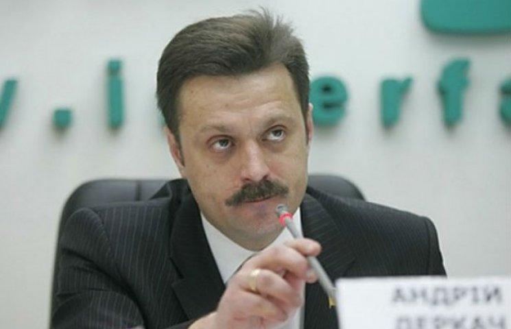 Депутат Сумщини заявив, що насправді Україною керує не Порошенко, а Деркач