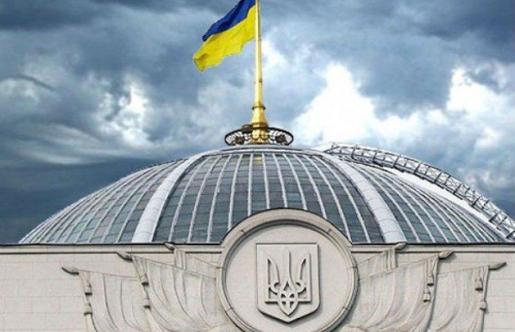 Рада схвалила децентралізацію і відправила в КСУ