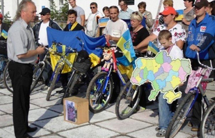 Ярмолинці відзначили 25-ту річницю проголошення Декларації про державний суверенітет патріотичним велопробігом