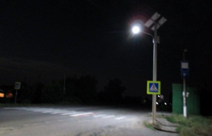 На Дніпропетровщині встановлюють світлофори на сонячних батареях