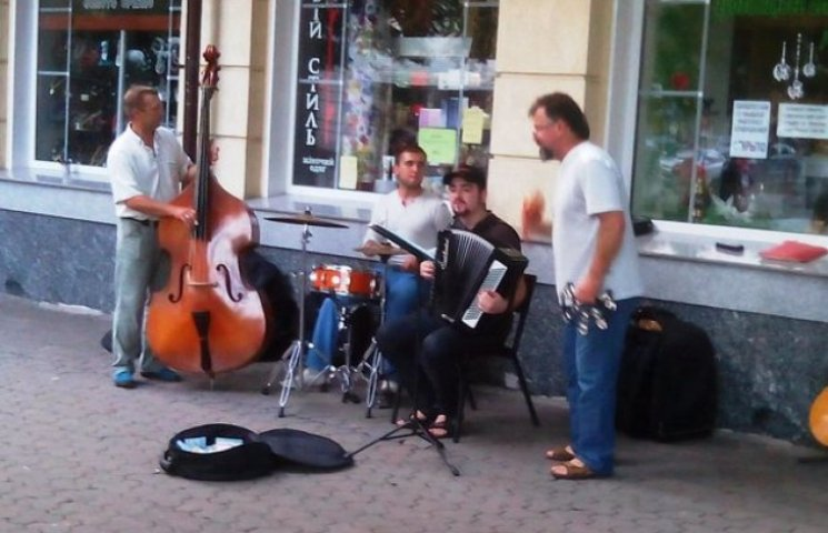 Полтаву заполонили вуличні співаки