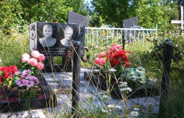На Сумщині вандали пошкодили 26 могил (ФОТОФАКТ)