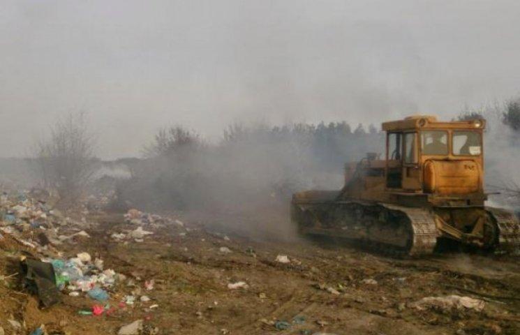 Жителі Немирова погрожують перекрити трасу через старе сміттєзвалище