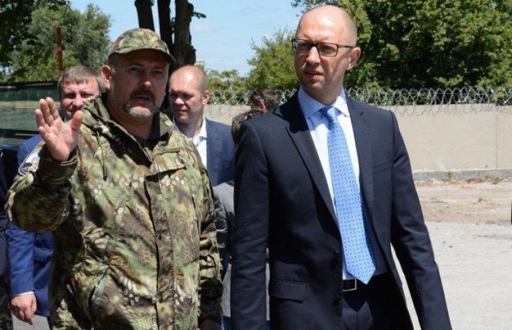 """Яценюк і Аваков своїм приїздом """"узаконили"""" полк """"Дніпро-1"""""""