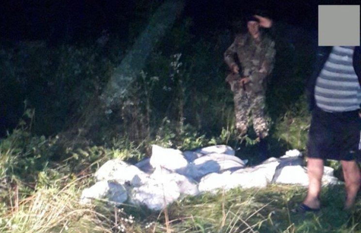 На кордоні затримали українця з тринадцятьма мішками сала