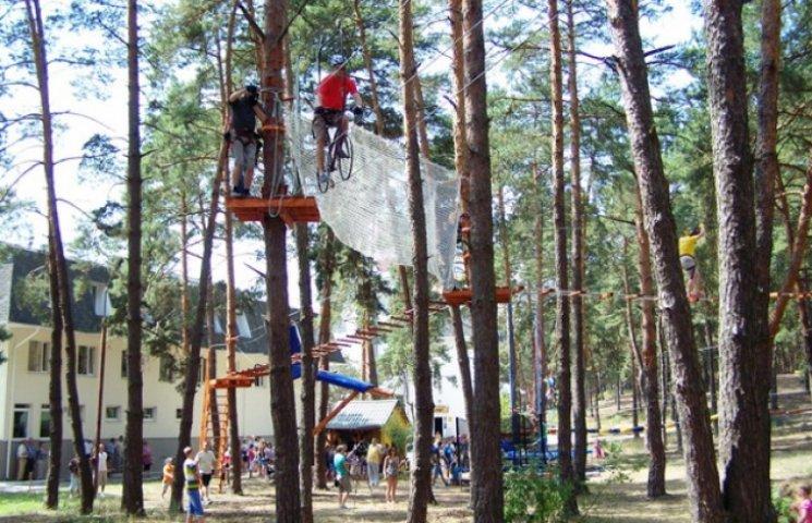 У Нетішині відкрили мотузковий парк  для дітей та дорослих