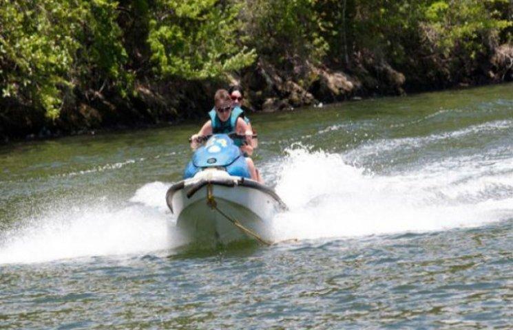 У Сумах заборонили кататися на водних скутерах і суднах з двигунами